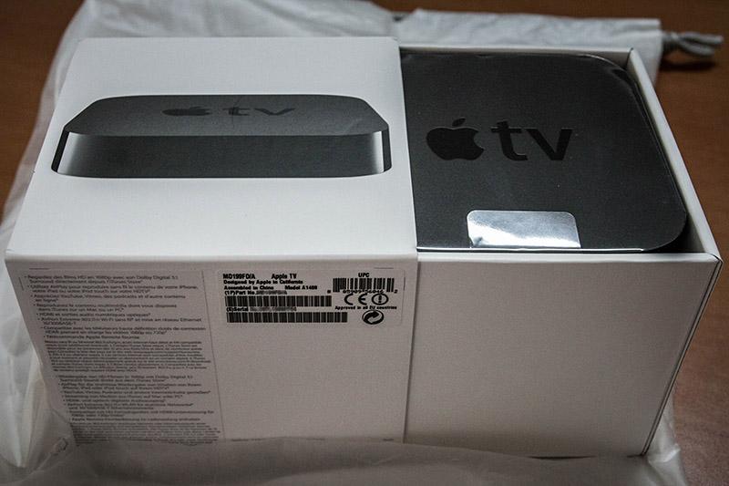 Apple ürünlerinin kutularına, kutularındaki sadeliğe/detaylara bayılıyorum. Derdini anlatan, aşırıya kaçmayan kutuları, kutu üstü yazıları, kutu içerikleri ve detayları var.